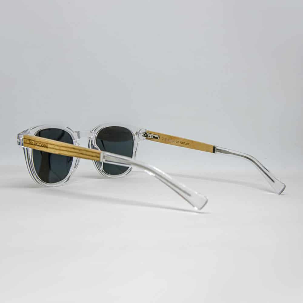 משקפי שמש אקולוגיים שקופים עם זרועות עץ בצבע זברה צהוב